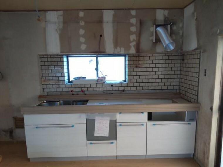 キッチン キッチンは新規のシステムキッチンに新品交換予定です。食洗機も採用予定です。