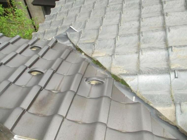 現況写真 (リフォーム中)屋根は一部、焼き瓦、一部セメント瓦です。雨漏れや瓦の欠損等がないかメンテナンスを行いますので、安心してお住まいいただけます。セメント瓦は塗装します。