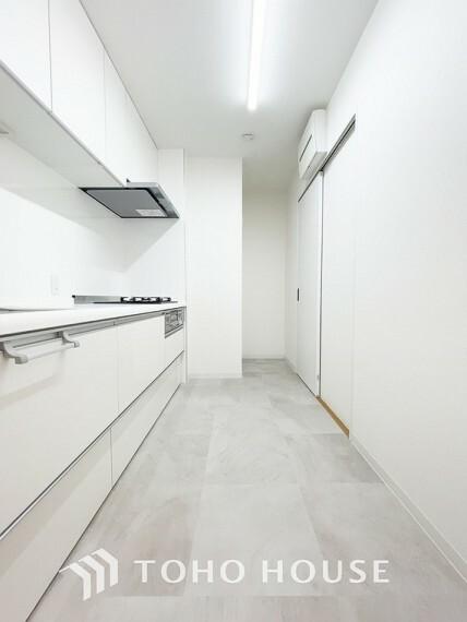 キッチン 「キッチン」大型の冷蔵庫やレンジボードもしっかり置ける広々としたキッチンスペースが大事。ゆとりある空間で作業ができるとお料理の腕も日に日に上がりそうな気がしてきます。
