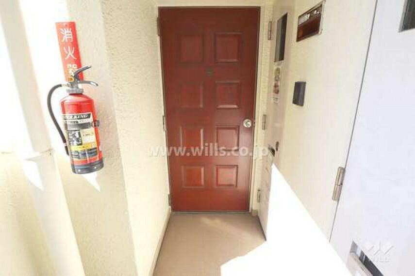 玄関 物件の玄関