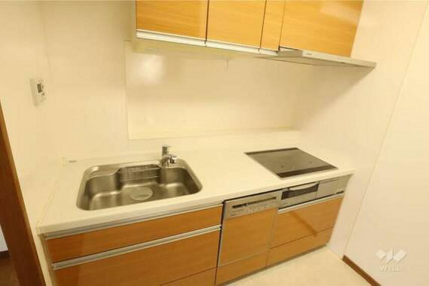 キッチン キッチン。IHクッキングヒーター、食器洗い乾燥機、など便利な設備が揃っています。掃除がしやすく快適に家事をすることができます。