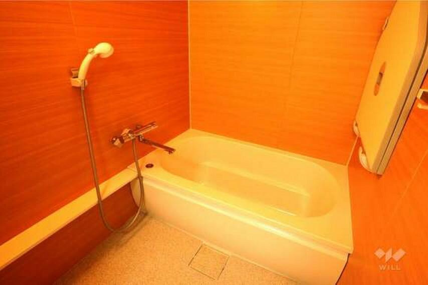 浴室 浴室。2010年にリフォーム履歴があり、きれいに使用されています。浴室乾燥機もついているので、雨の日のお洗濯にも困りません。