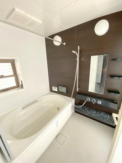浴室 一日の疲れを癒す浴室は広々1坪タイプで、手足をゆったり伸ばせてリフレッシュできますよ。