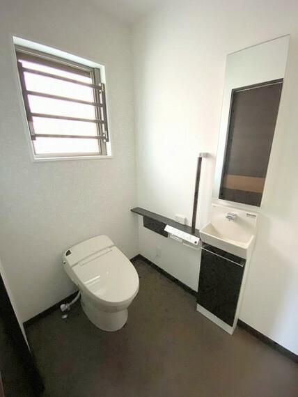 トイレ 便利な温水洗浄便座でキレイさっぱり