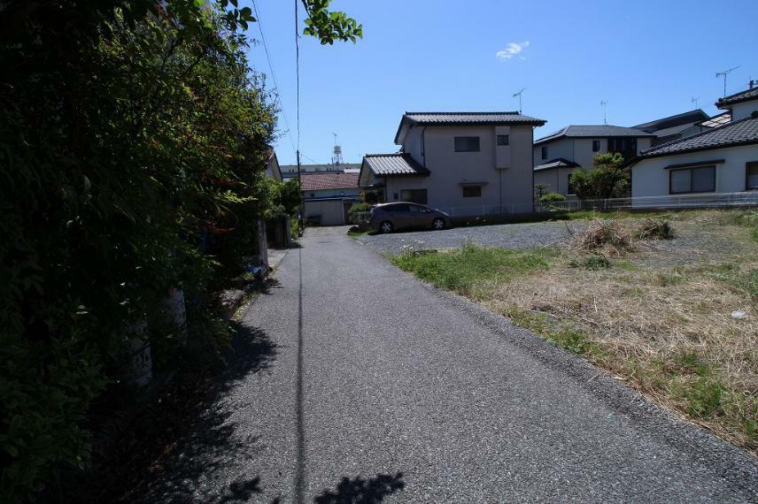 現況写真 2021年4月撮影 北側から前面道路を南方向へ