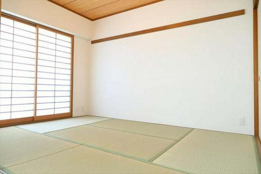 和室 リビングにつながる和室のお部屋はとても落ち着く空間ですね。