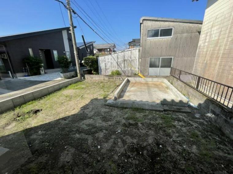 外観写真 【リフォーム済写真】裏庭のお写真です。倉庫を解体して整地しました。家庭菜園をしたり、倉庫も置けるので便利ですね。(ただし土の入れ替え等が必要となる場合があります)
