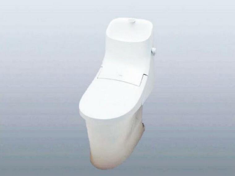 【同仕様写真】トイレはリクシル製の温水洗浄機能付きに新品交換します。表面は凹凸がないため汚れが付きにくく、継ぎ目のない形状でお手入れが簡単です。節水機能付きなのでお財布にも優しいですね。