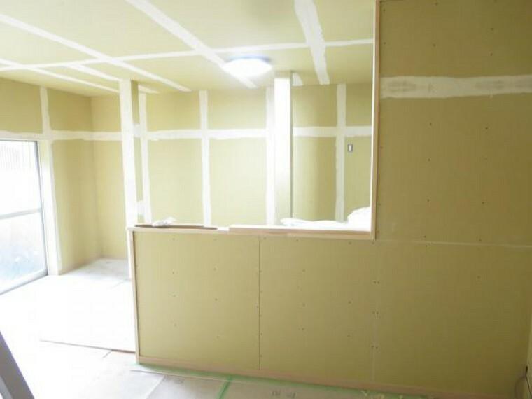 居間・リビング 【リフォーム中8/27撮影】こちらは一階南側和室6帖と8帖の続き間を14帖のLDKに変更するので家族団欒広々使えます。