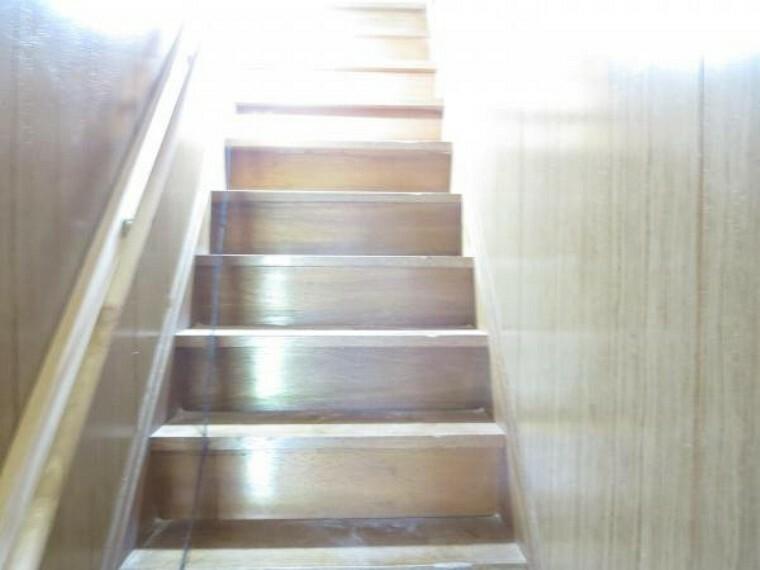 【リフォーム中8/27撮影】階段の写真です。手すりを設置するので小さなお子様も安心ですね。