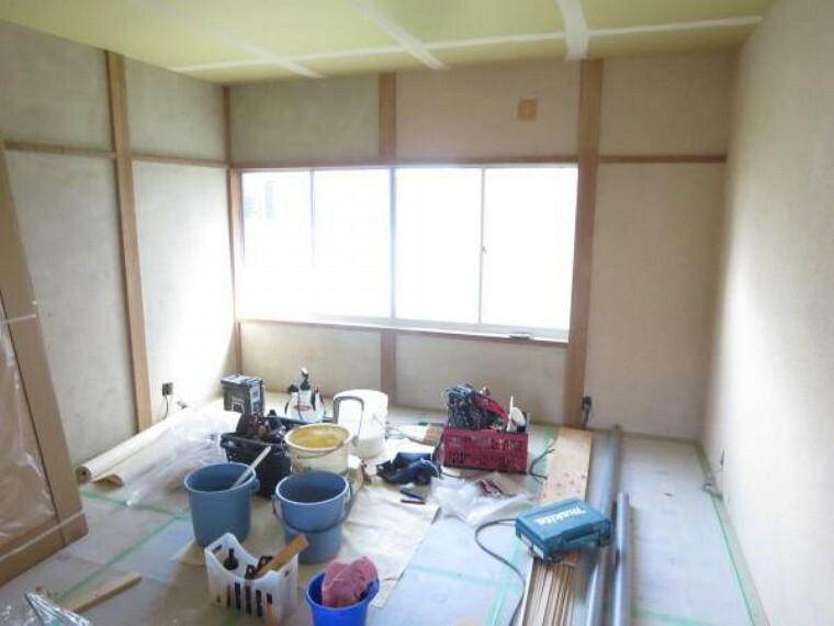 【リフォーム中8/27撮影】こちらは一階東11帖洋室の写真です。