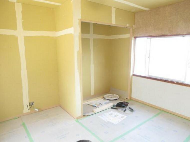 【リフォーム中8/27撮影】こちらは二階東7帖洋室の写真です。