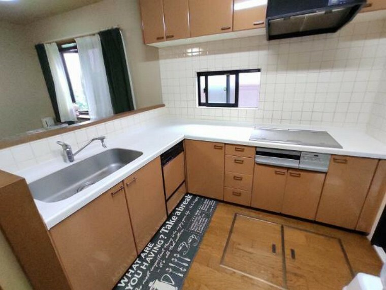 キッチン L字型キッチンは移動が少なく扱いやすいです。