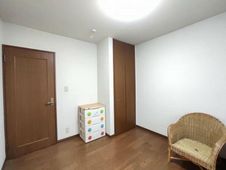 2階の寝室-2