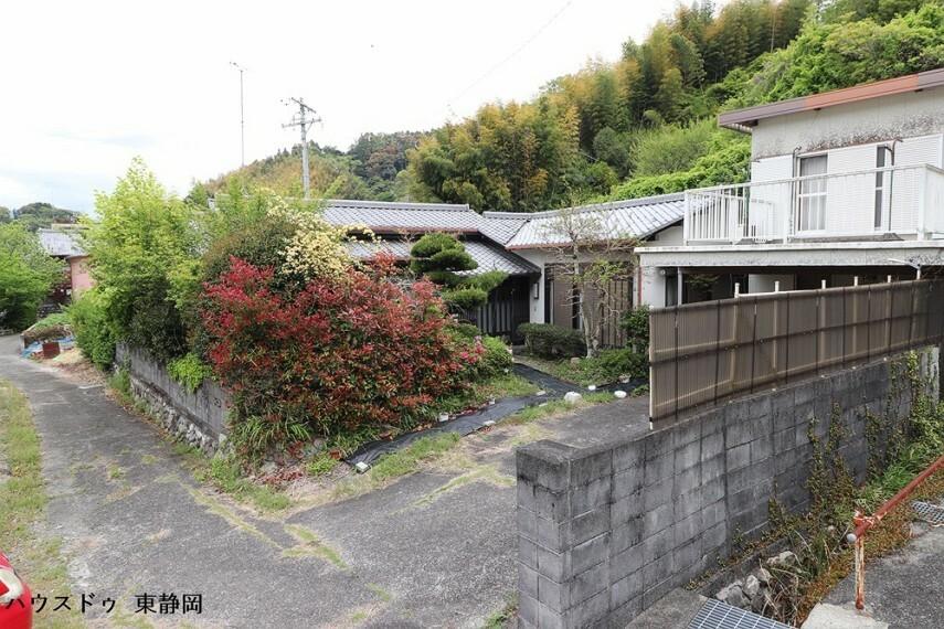 外観写真 左側が母屋、右側が離れになります。
