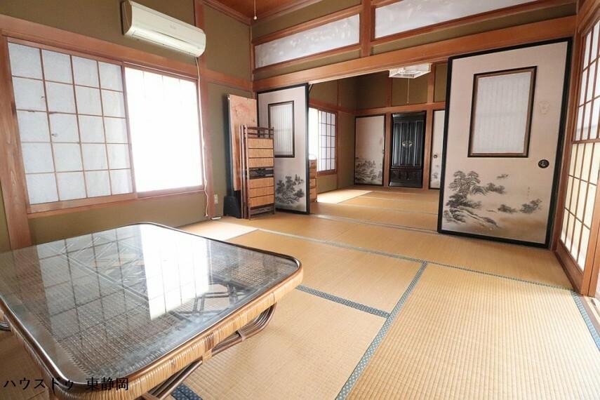 和室 8帖の和室が続き間となっています。襖を開ければ16帖の大きなお部屋として使用できます。親戚の集まり等に便利です。