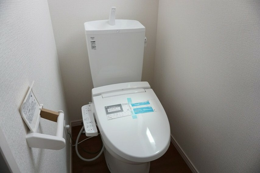 トイレ (同仕様写真)1階2階の2ヶ所にトイレがあるので、忙しい朝にもゆとりができますね。