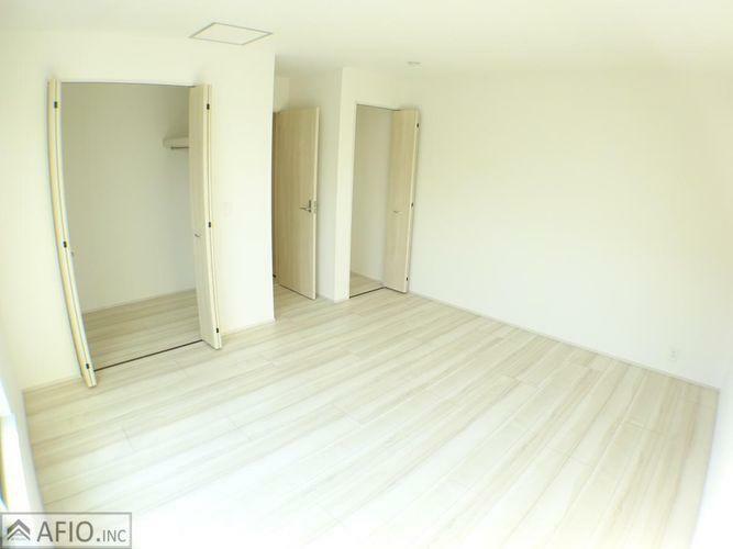収納 大きなウォークインクローゼットには、季節物の衣類などまとめて収納でき、お部屋を広く使えます!