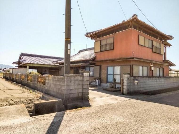 外観写真 昭和56年2月築・木造2階建・建物面積 164.79m2(49.84坪)です。