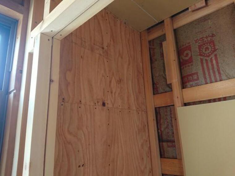 構造・工法・仕様 リフォーム時に耐震診断を行って、耐震補強工事を実施済みです。新耐震基準に適合しています。耐震適合証明書を取得すれば(別途費用が必要)、住宅ローン減税の対象になります。(耐震工事中写真)