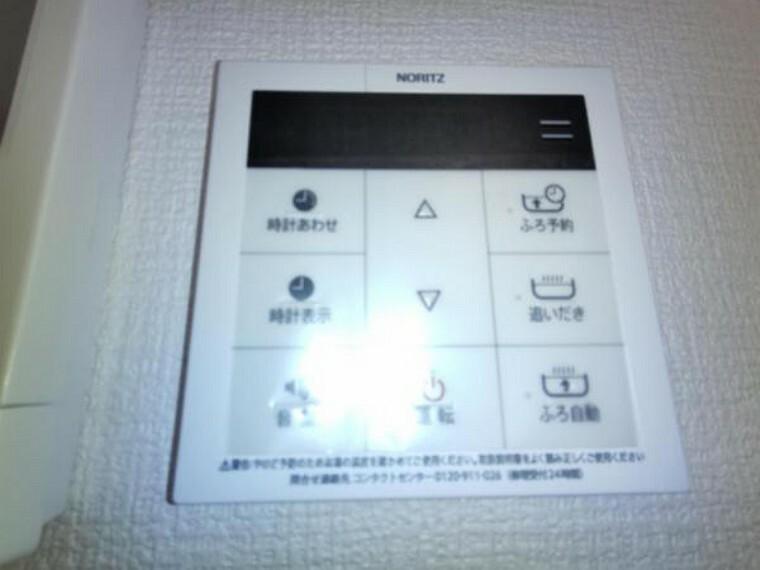 発電・温水設備 【設備写真】リビングに追い焚き機能付き給湯パネルを設置します。忙しい家事の合間でもボタン一つで湯張り・追い焚きできるのは便利で嬉しい機能です。