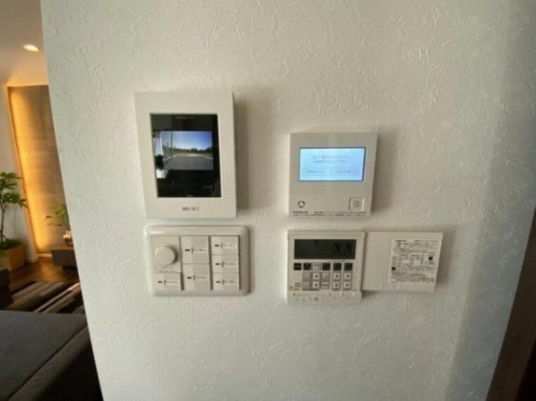 参考プラン完成予想図 \同仕様写真/来訪者の確認ができるTVモニター付きインターホン