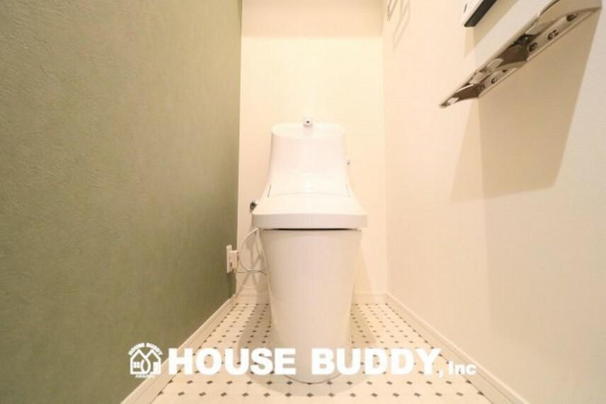 トイレ 温水洗浄便座付きのトイレです!節水型ですので、家計にも安心です。