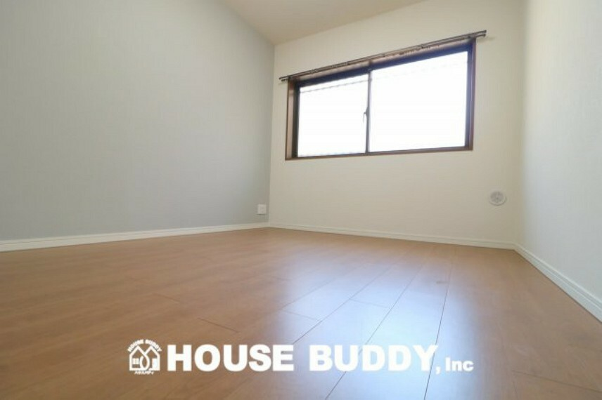洋室 どんな家具も合わせやすいホワイトカラーが基調の洋室