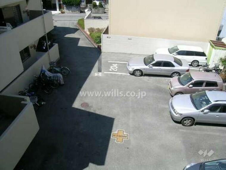 駐車場 敷地内駐車場(平面式)現在の空き状況や月額料金などにつきましては、担当者までお気軽に、ご連絡下さい。