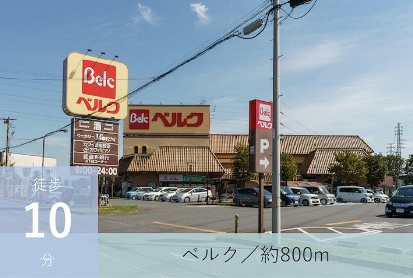 スーパー 9:00~24:00営業。駐車場が広く、駐車もスムーズに行えます。イートインスペースがあり、お食事や休憩にも使えます。