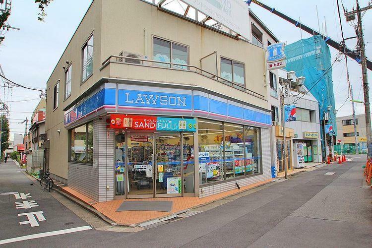 コンビニ ローソン東北沢駅前店 徒歩4分。