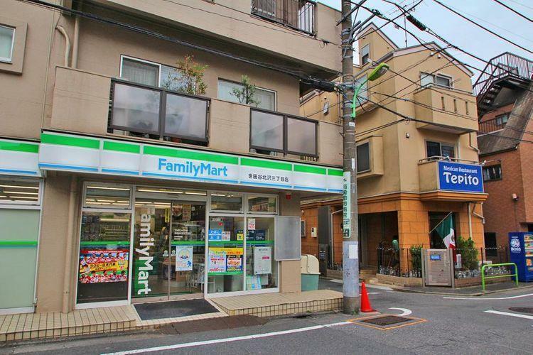 コンビニ ファミリーマート世田谷北沢三丁目店 徒歩4分。