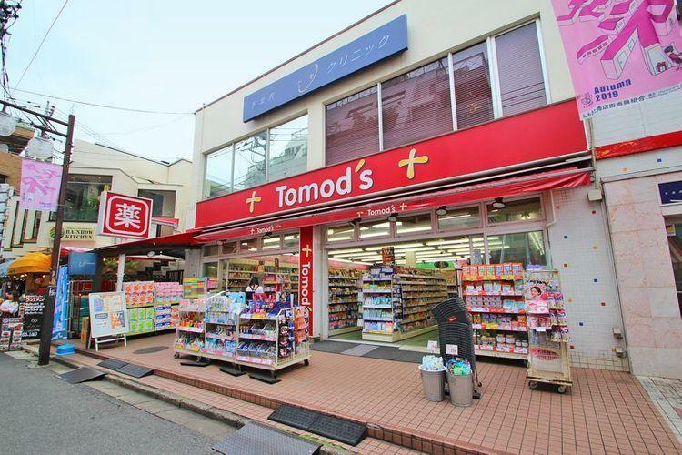 ドラッグストア トモズ下北沢店 徒歩8分。