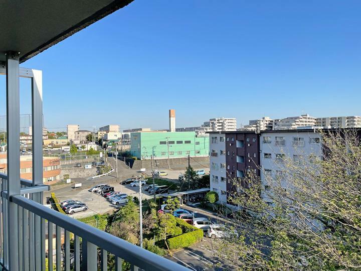 眺望 最上階。お部屋からの眺めも良好。 周辺は閑静な住宅街で落ち着いています。