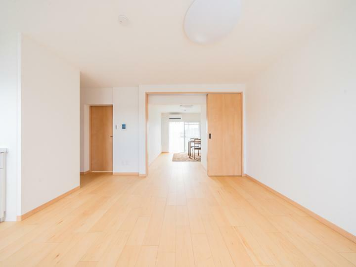 居間・リビング リビングと洋室を繋げてお部屋を広く使えます。