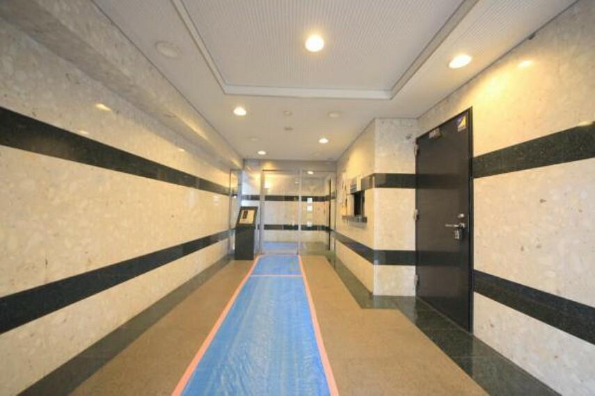 エントランスホール ■安心のオートロックセキュリティ。管理体制良好です。