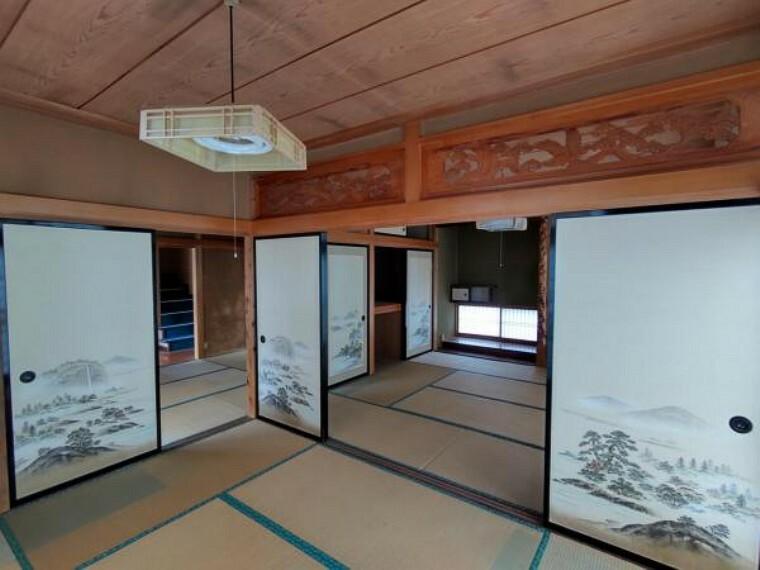 洋室 【リフォーム中】1階南東側8帖洋室別角度。和室から洋室へ変更。床フローリング張替え、天井・壁クロス交換。収納を新設するのでぎりぎりまで家具を置くことができ、いろいろなレイアウトを楽しめそうです。