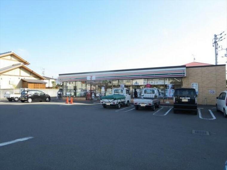 コンビニ セブン-イレブン 丸亀城東町2丁目店様まで300m、徒歩4分です。