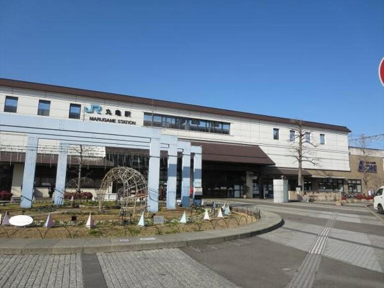 丸亀駅まで1300m、自転車で7分です。