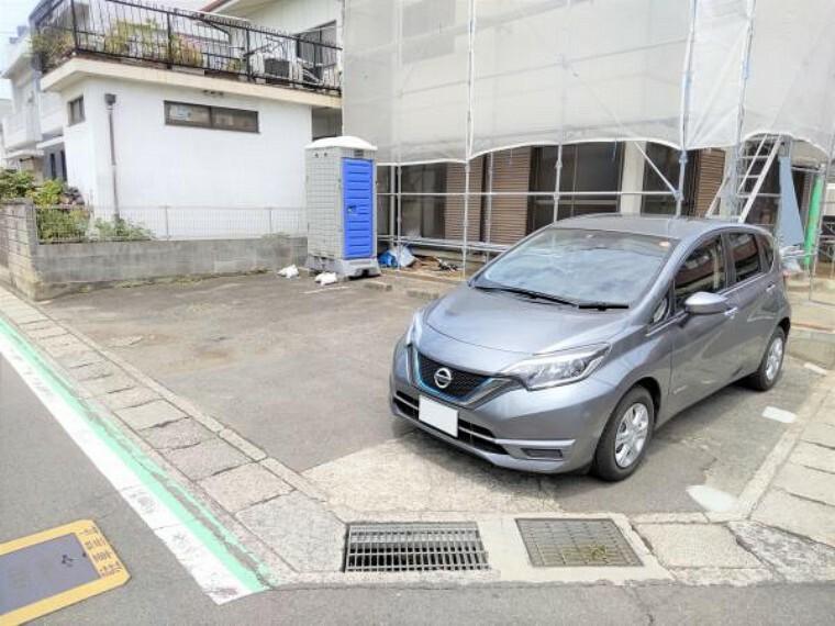 駐車場 駐車は並列で3台駐車可能です。舗装済ですので草抜き等のメンテナンスは最小限で済みますよ。