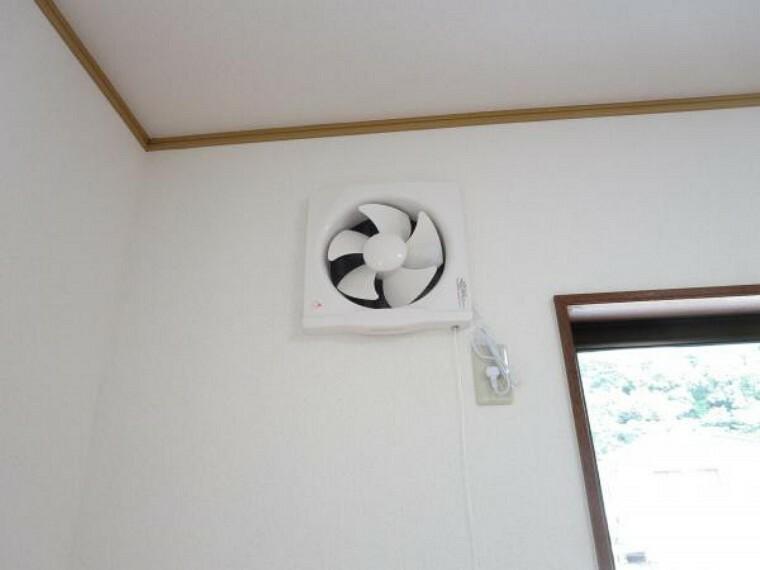 【リフォーム済】リビングの換気扇です。新品に交換しました。お部屋の空気の入れ替えに便利ですね。