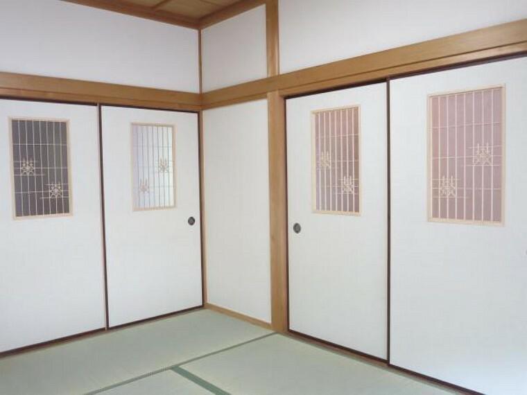 リフォーム済】和室の建具は新品交換しました。和室らしい飾り窓の建具なので、廊下からの見栄えがいいです。
