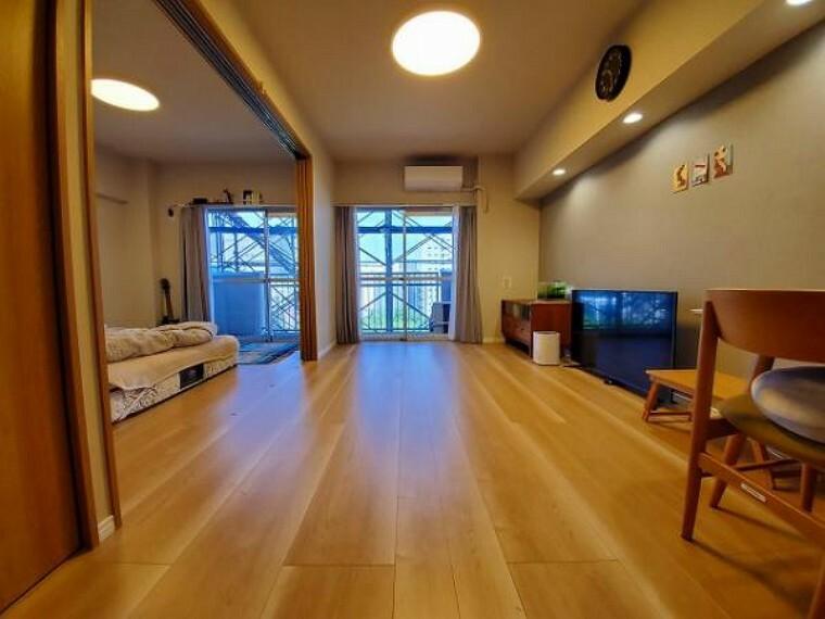 リビングダイニング LDKと隣接した洋室と合わせれば17帖超の広々空間に