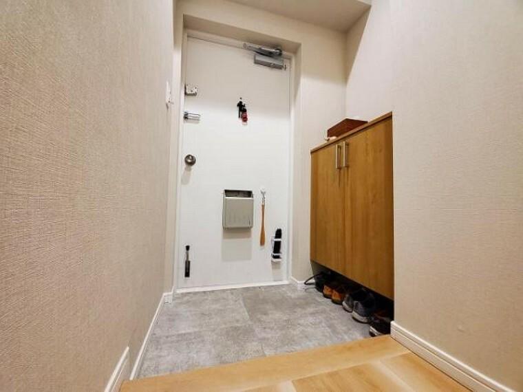 玄関 シューズボックス付きで玄関すっきり