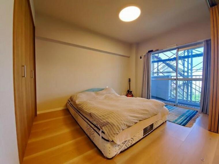洋室 主寝室のゆとりある空間