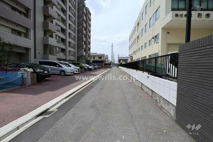 現況写真 敷地北側の前面道路(東側から)