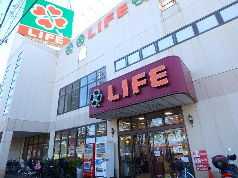 スーパー ライフ東有馬店(毎日の食卓を彩る食料品から日用品まで取り揃えています。駐車場122台完備。)