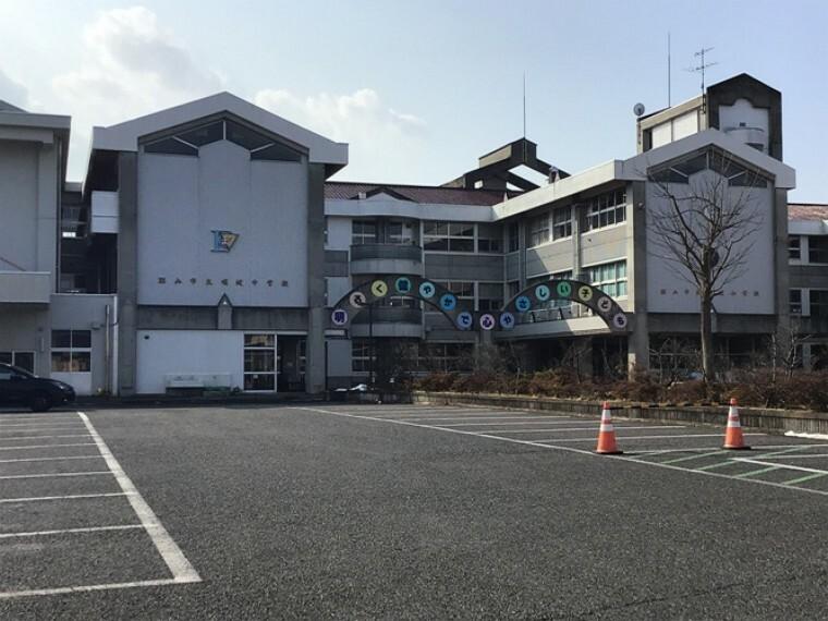 中学校 当分譲地北西区画を起点に約2100m 徒歩27分(2021年2月撮影)