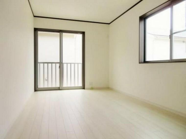 同仕様写真(内観) \同仕様写真/バルコニーに面したお部屋なので、採光・通風良好!