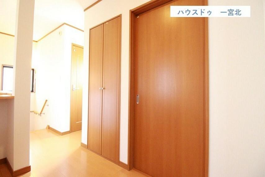 収納 2階には5.8帖の納戸付がございます